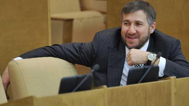 Самый богатый депутат Аникеев передвигается на каретах Скорой помощи