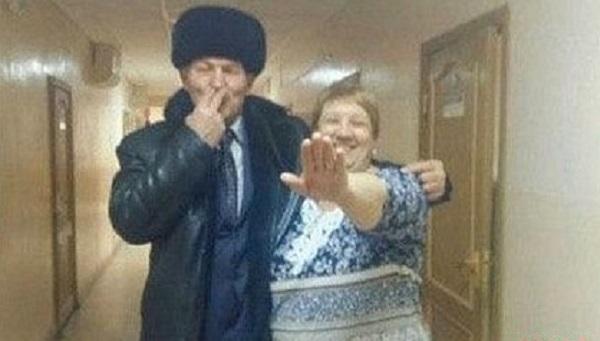 Российского депутата сняли на фото с «усами Гитлера»