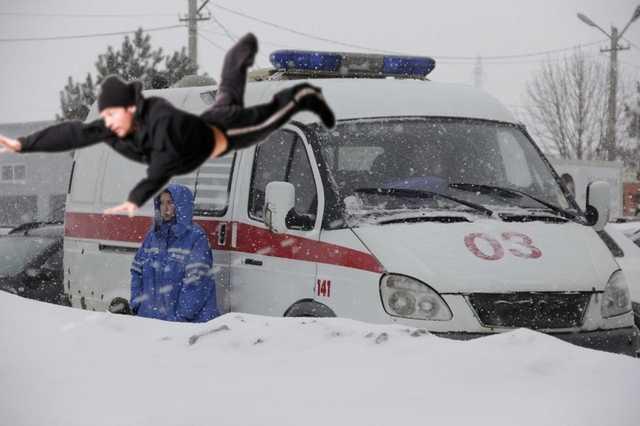 Следователи проверяют инцидент в Свердловской области с уральцем выброшенным из кареты скорой помощи