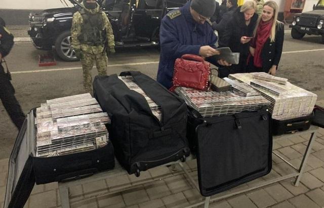 """На Закарпатье с контрабандными сигаретами задержан """"латвийский консул"""""""
