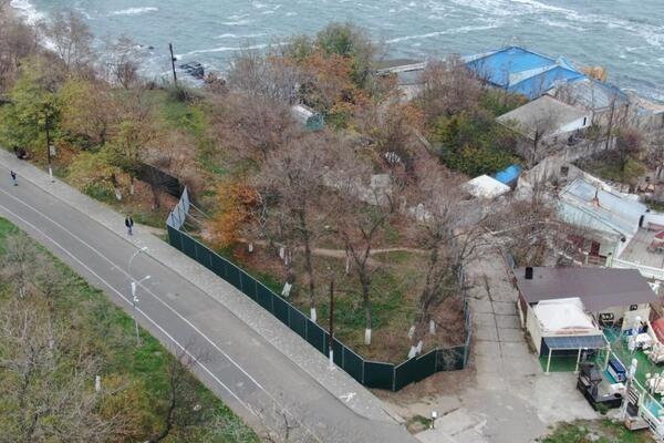 Сдали без боя: Максим Вихор провалил дело о незаконном строительстве «яхт-клуба»