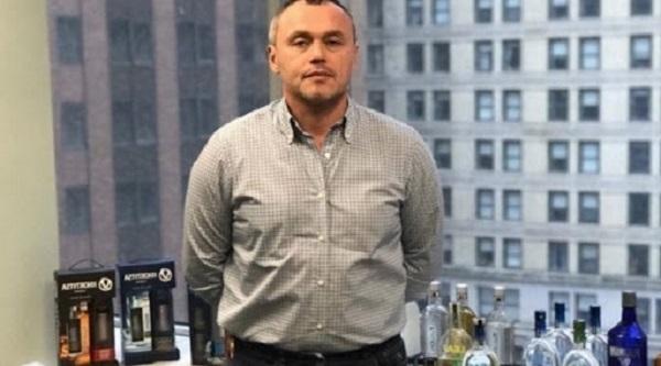 Трепила Евгений Черняк радуется задержанию Анисима, которому заносил по $300 000 ежемесячно