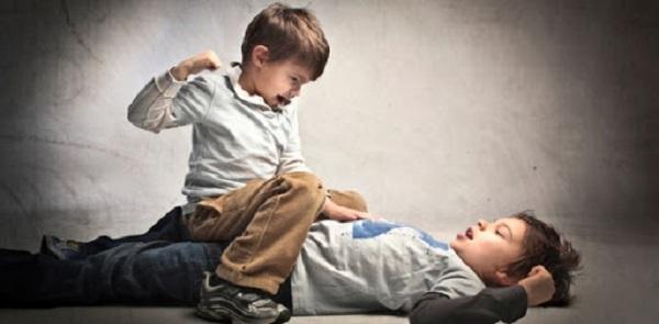 В Херсоне дети зверски избили одноклассника на камеру