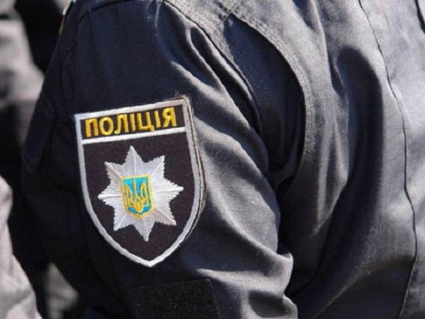 Вымогали деньги: в Одессе трое полицейских похитили женщину