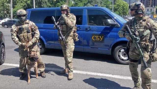 Запорожье задержан офицер СБУ, ехавший на машине с поддельными номерами кузова