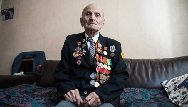 Российского ветерана, уже 20 лет живущего на кухне, упрекнули в «лишних» 40 сантиметрах квартиры