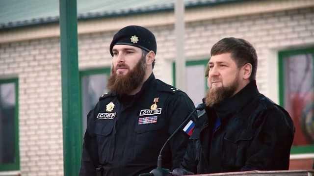 Бойцы полка имени Кадырова на чёрных Mercedes встали на защиту Грозного