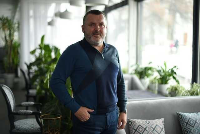 Юрий Ериняк, он известный, как Юра Молдаван, очень хочет стать респектабельным бизнесменом