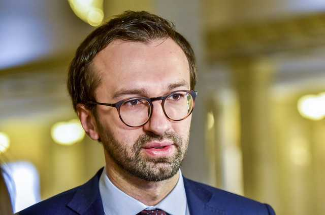 Как железнодорожник Лещенко заработал 800 тыс. гривен