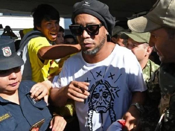 Легендарного Роналдиньо выпустили из тюрьмы за круглую сумму