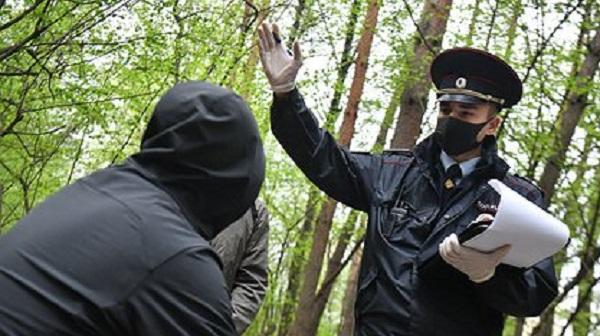 Обратившуюся за помощью в полицию россиянку оштрафовали за отсутствие маски