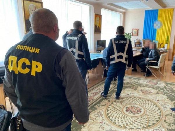 Ректора и проректора университета в Харькове поймали на 300-тысячной взятке