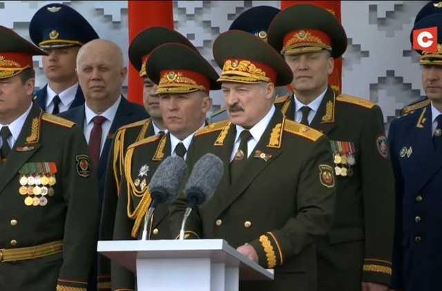 """Лукашенко спасают врачи: подробности о личной """"ковидной лаборатории"""""""