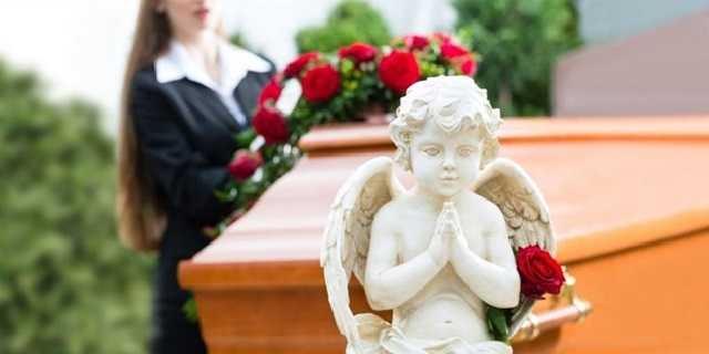 Как в Украине зарабатывают на смерти: «Петр Великий» хоронит по царским ценам в период пандемии