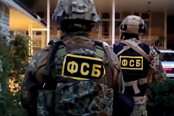 Силовики пошли на штурм дома с боевиками в Дагестане