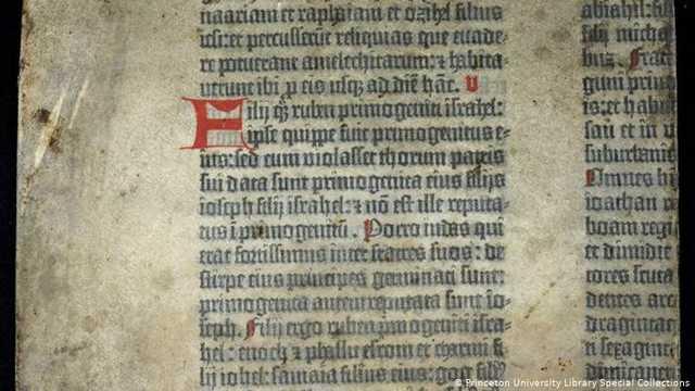 СМИ: Учёные хотят увидеть хотя бы фото фрагмента Библии Гутенберга из коллекции Медведчука