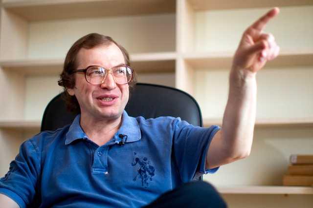 Российский блогер, которого избил украинский спортсмен Можаров, оказался сыном Мавроди