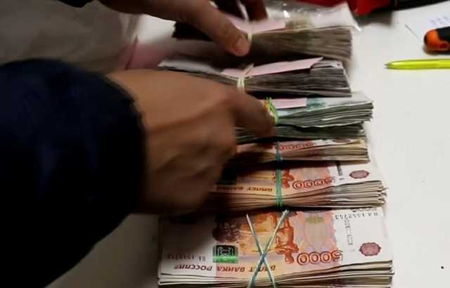 МВД показало видео с похищенными после ограбления инкассаторов миллионами рублей