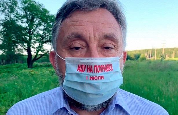Подмосковные единороссы раздали людям маски «Иду на поправку 1 июля»
