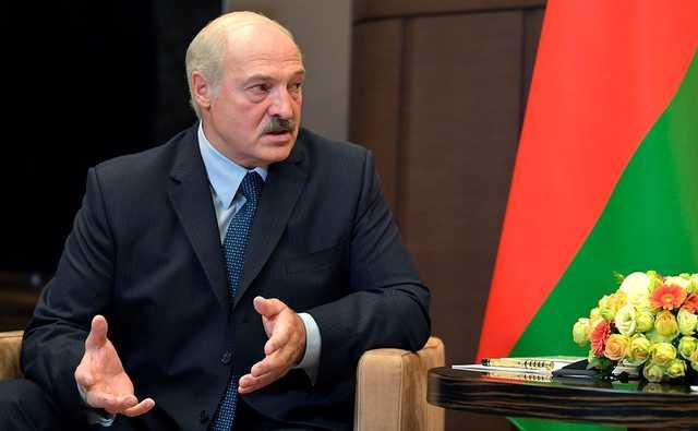 Лукашенко: Белорусы никому не должны позволить вернуть их под плетки и обуть в лапти
