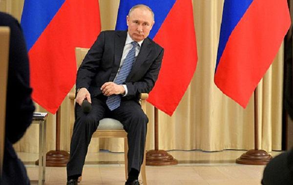 Экс-разведчик КГБ: Путин таскает за собой личный туалет