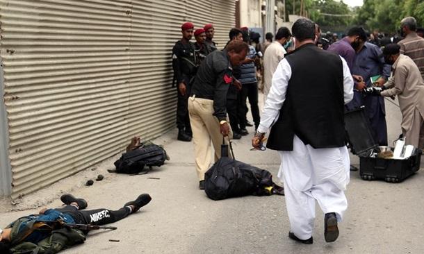Террористы атаковали фондовую биржу в Пакистане: восемь человек погибло
