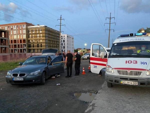 Крушили авто и стреляли: две компании устроили разборки в Ужгороде
