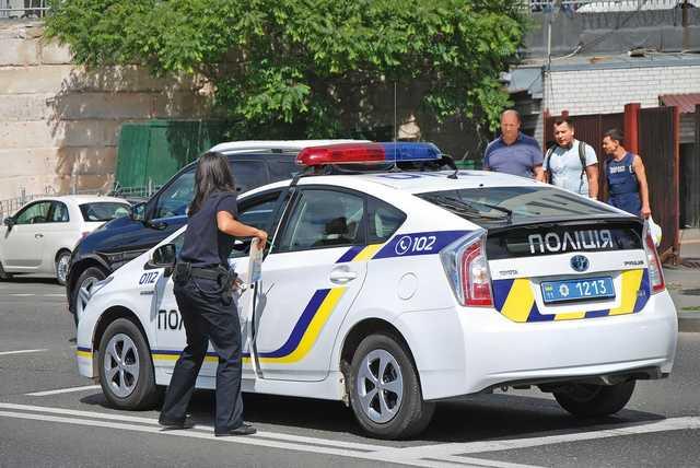 В Кременчуге пьяная парочка занялась сексом в авто на глазах у полиции