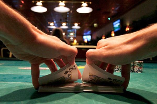 Кассиршу онлайн-казино обвинили в выводе из России 63 миллиардов рублей