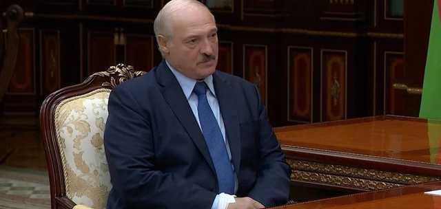 У перенесшего коронавирус Лукашенко на руке заметили странную повязку