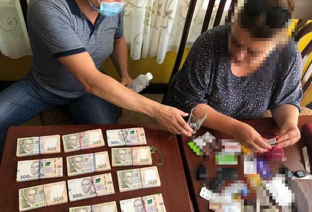 В Киеве задержана женщина, обещавшая подкупить чиновников АМК за 4 миллиона гривен