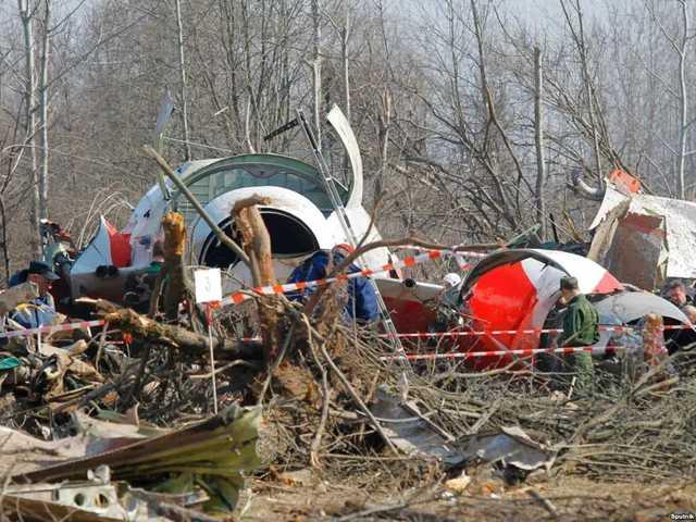 Польская комиссия: Самолет Качиньского упал из-за двух взрывов внутри