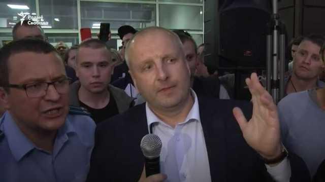 В Жодино мэр вышел к протестующим и ответил на требования убрать войска
