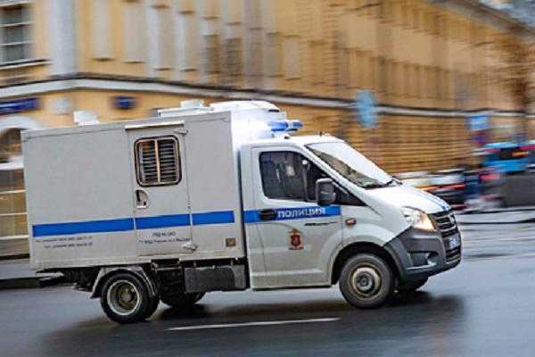 В Москве вооруженный мужчина взял в заложники капитана теплохода