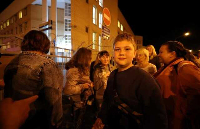 В Беларуси силовики задержали 12-летнего мальчика за рисунок на асфальте
