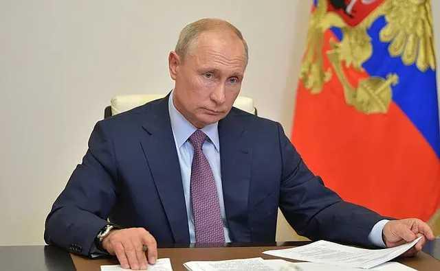 СМИ: Путин заявил Макрону, что Навальный сам мог отравиться «Новичком»