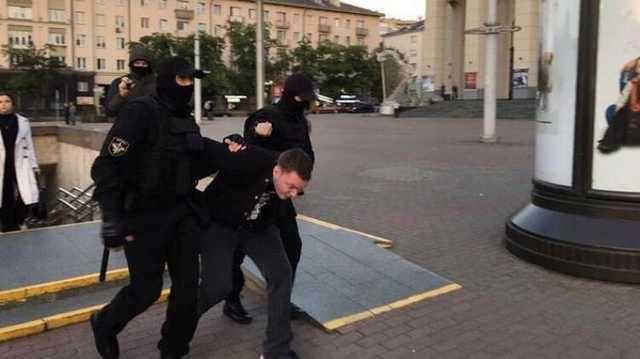 В Минске появились местные титушки, которые избивают митингующих - СМИ