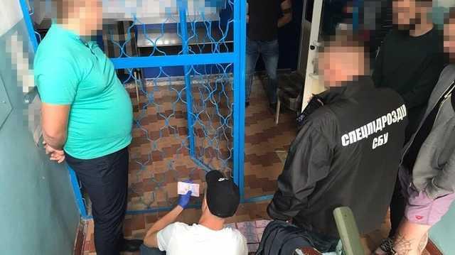 На восточной границе Украины таможенники организовали коррупционную схему, которая приносила им по 5 млн в год