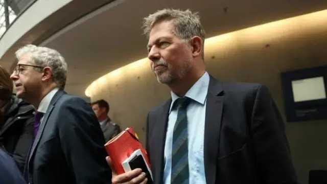 Главного немецкого разведчика отправили на пенсию из-за неонацизма в Бундесвере