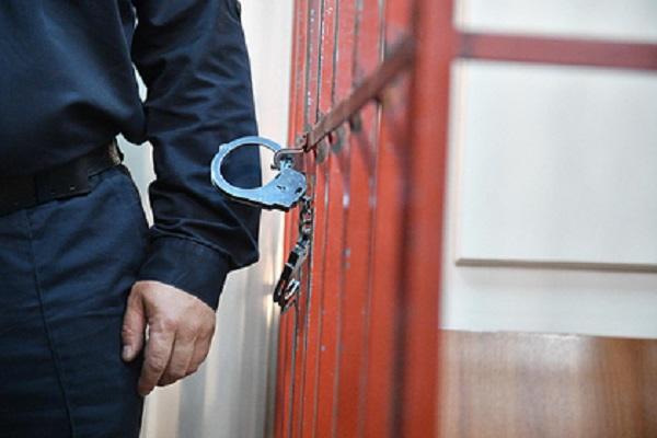 Российский полицейский послал жену на BMW за взяткой и попался ФСБ