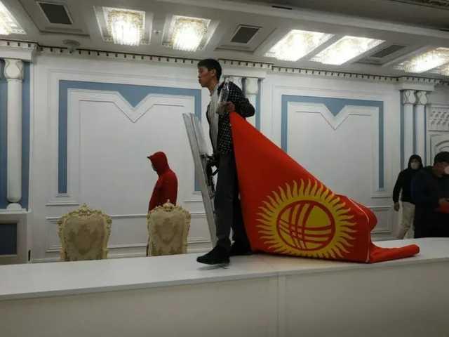В столицу Кыргызстана вводят войска и устанавливают режим ЧП