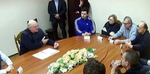 Лукашенко за круглым столом в СИЗО встретился с теми, кого посадил