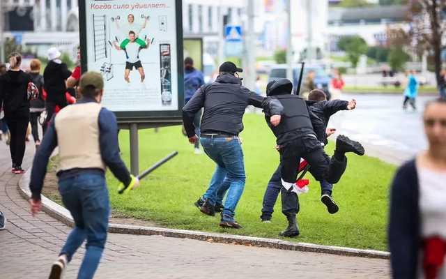 СМИ: В Минске не менее 1376 человек пострадали от силовиков. Половина была избита после задержаний