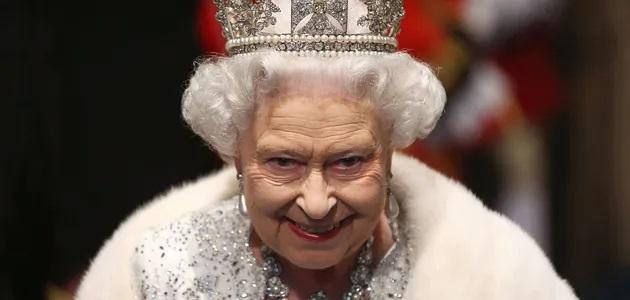 Королева Елизавета впервые за семь месяцев пандемии вышла на публику
