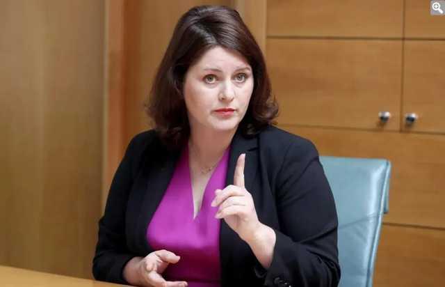 В Чехии министр назвала премьера «дебилом», не зная о включенных камерах