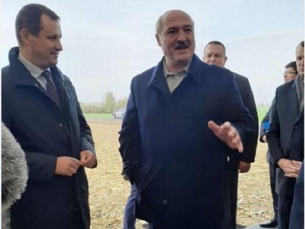 Лукашенко отблагодарил силовиков картошкой
