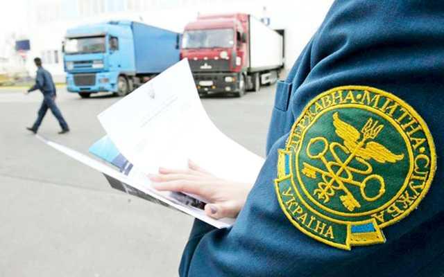 Таможенники в Днепропетровской области принимают подарки недвижимостью и скупают авто по подозрительным ценам