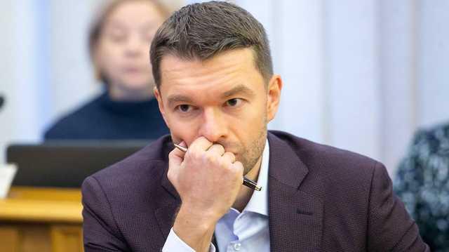 Авторитетному депутату Алексею Вихареву – 36! Как на нары не присесть?