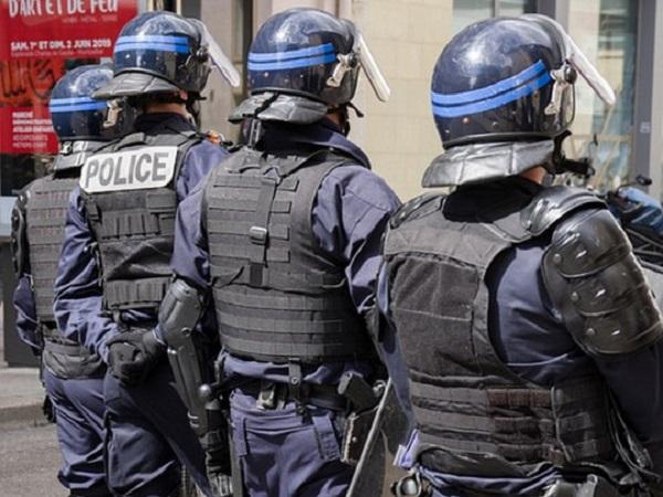 После теракта в Ницце исламист напал на полицейских в Авиньоне