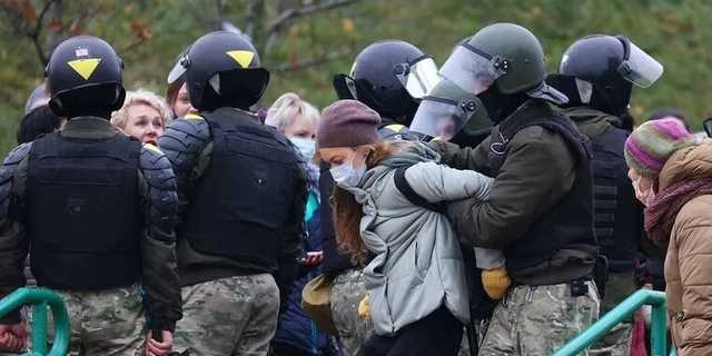 В Беларуси на воскресных акциях протеста задержали более 1100 протестующих и 24 журналиста